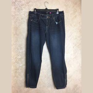 Torrid Jeans 16 Blue Denim Zippers at Ankles